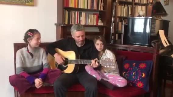 Αλκίνοος Ιωαννίδης: Αφιερώνει τραγούδι στον Τσιόδρα